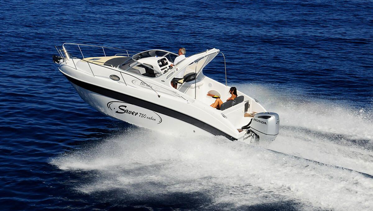 Un cabin che abbina prestazioni e contenuti da grande in meno di otto metri. La SAVER 750 Cabin è la soluzione per chi ama crociere a medio raggio, ad un prezzo molto interessante.